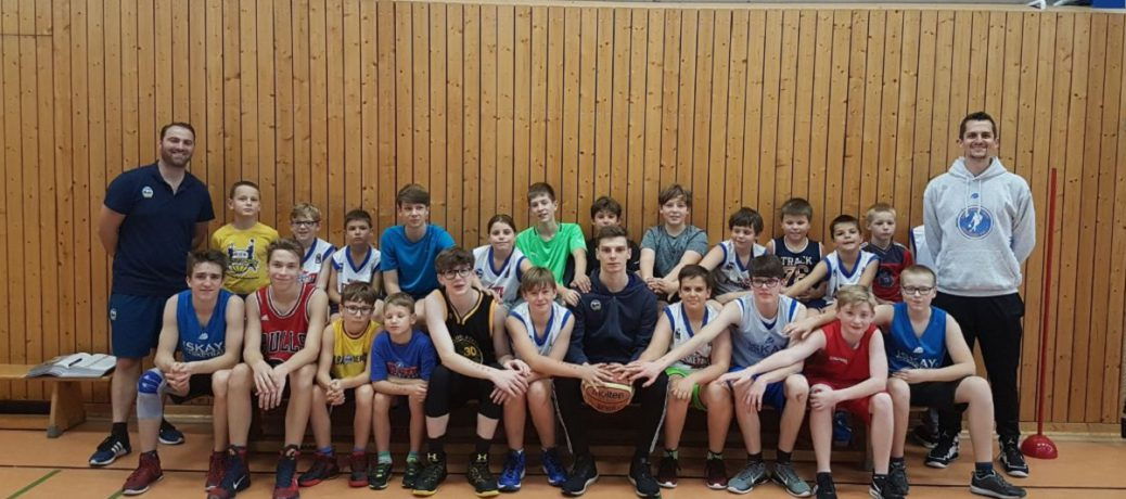 Schul-AGs und Basketballcamps